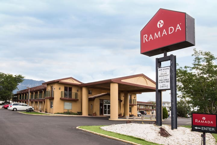 Ramada By Wyndham Flagstaff East Flagstaff Az Hotels