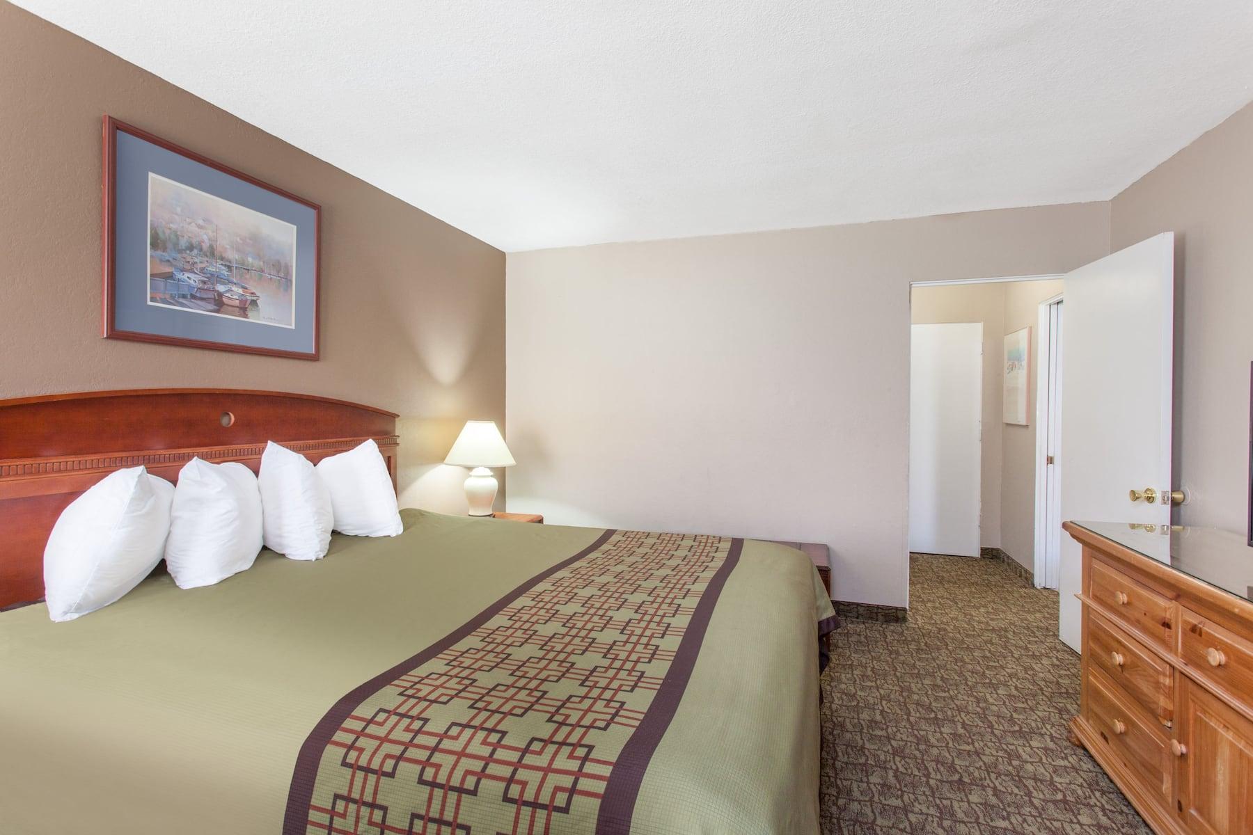 Ramada By Wyndham Fresno North Fresno Ca Hotels
