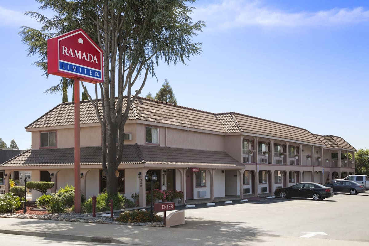 Exterior Of Ramada Limited Gilroy Hotel In California