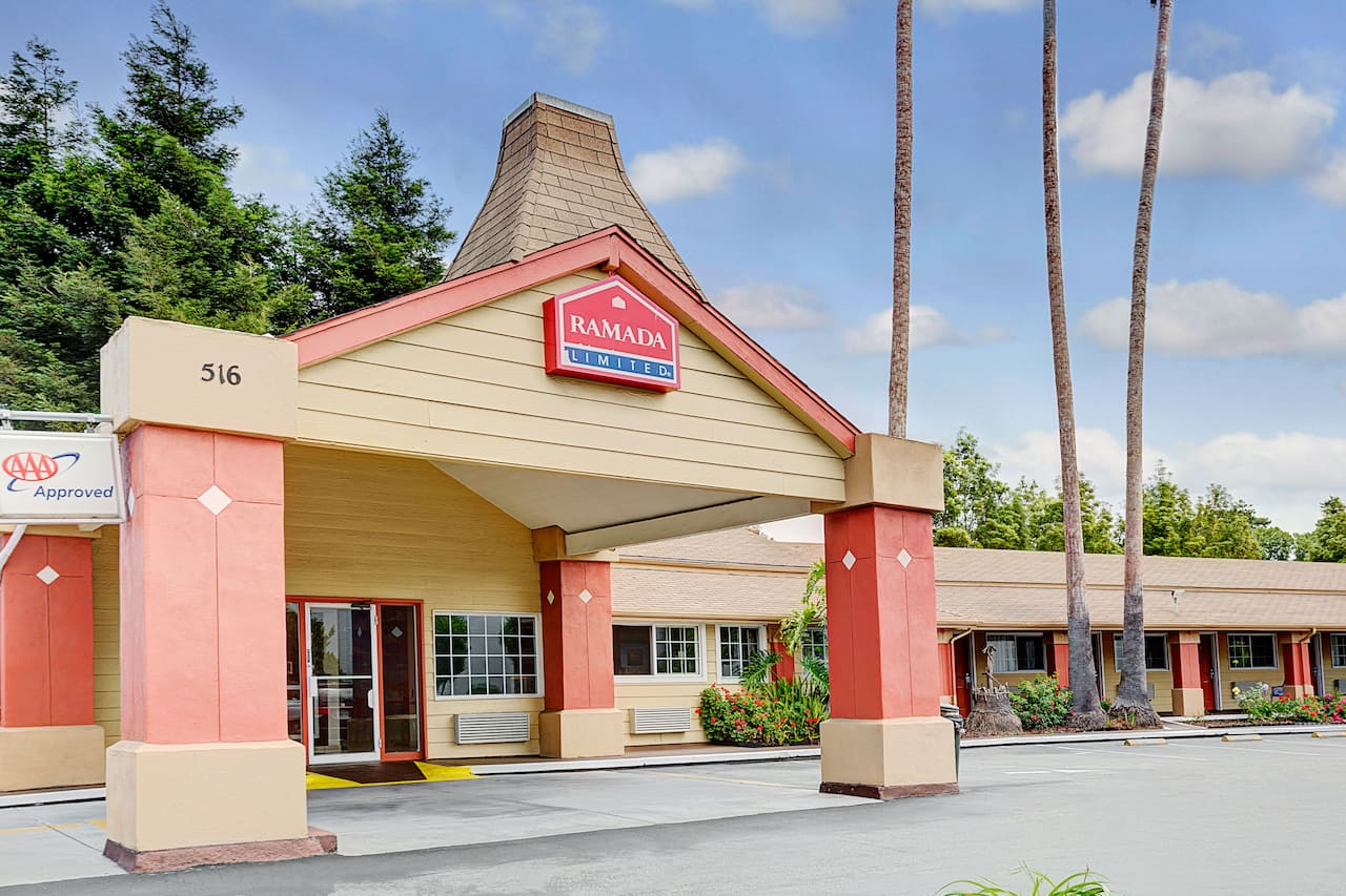 Ramada Limited Santa Cruz near Park Hall