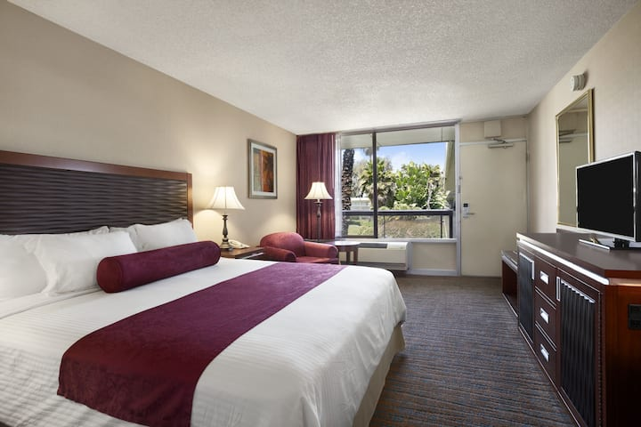 Guest room at the Ramada Sunnyvale/Silicon Valley in Sunnyvale, California