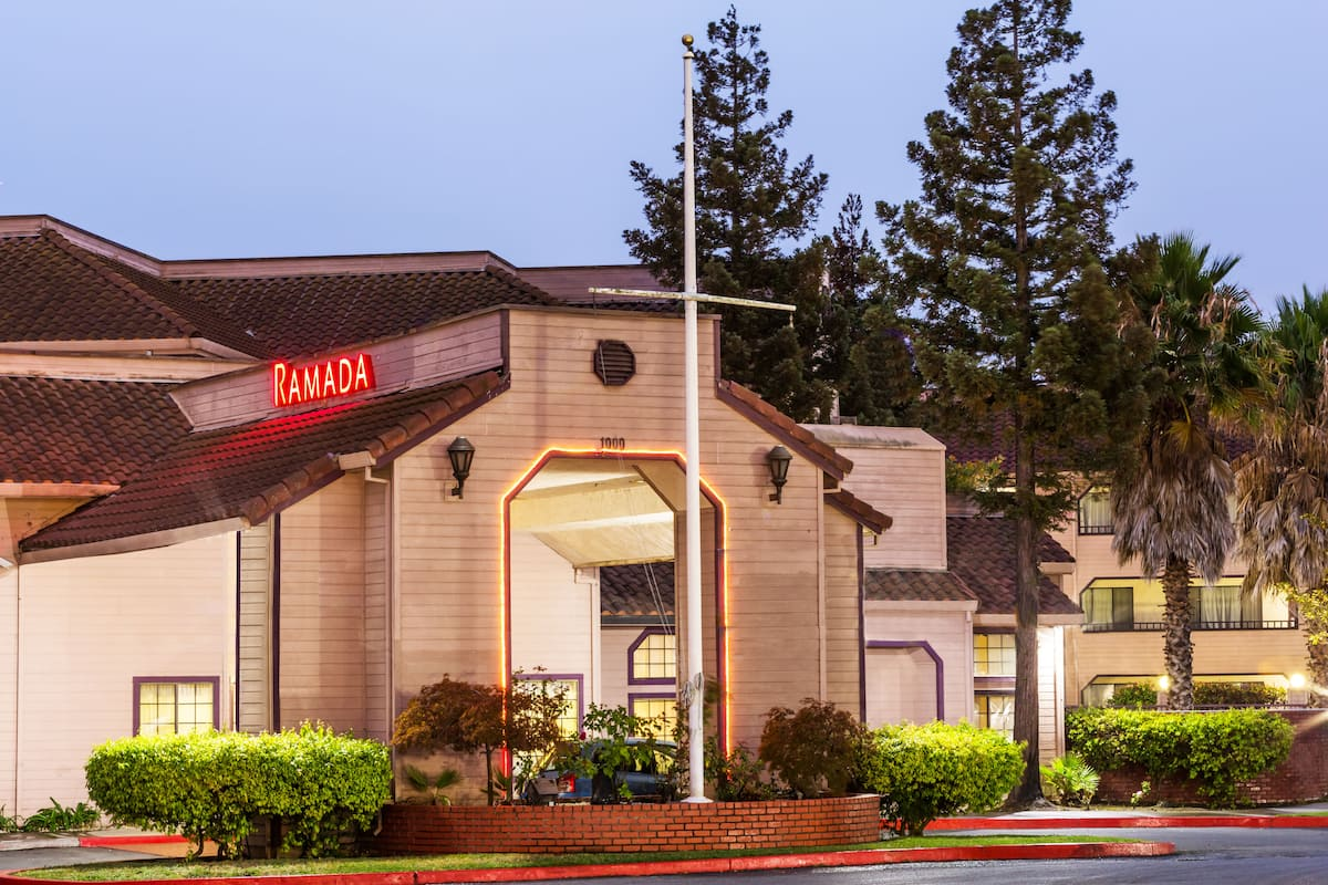 Exterior Of Ramada By Wyndham Vallejo Near Six Flags Discovery Kingdom Hotel In California