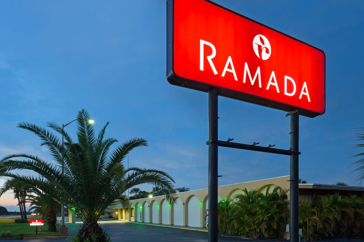 Exterior Of Ramada Lake Placid Hotel In Florida