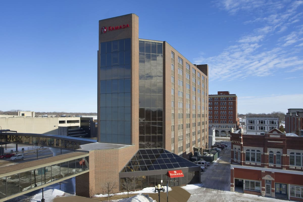 Exterior of ramada waterloo hotel and convention center hotel in waterloo iowa