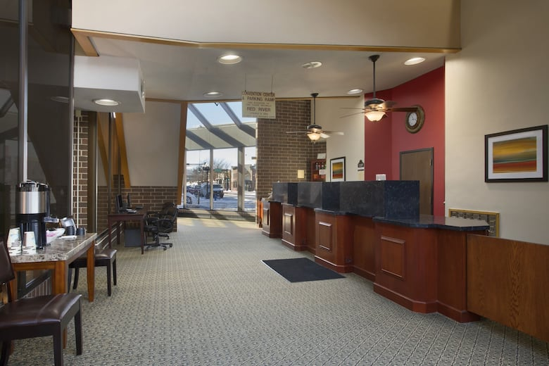 Ramada Waterloo Hotel And Convention Center Lobby In Iowa