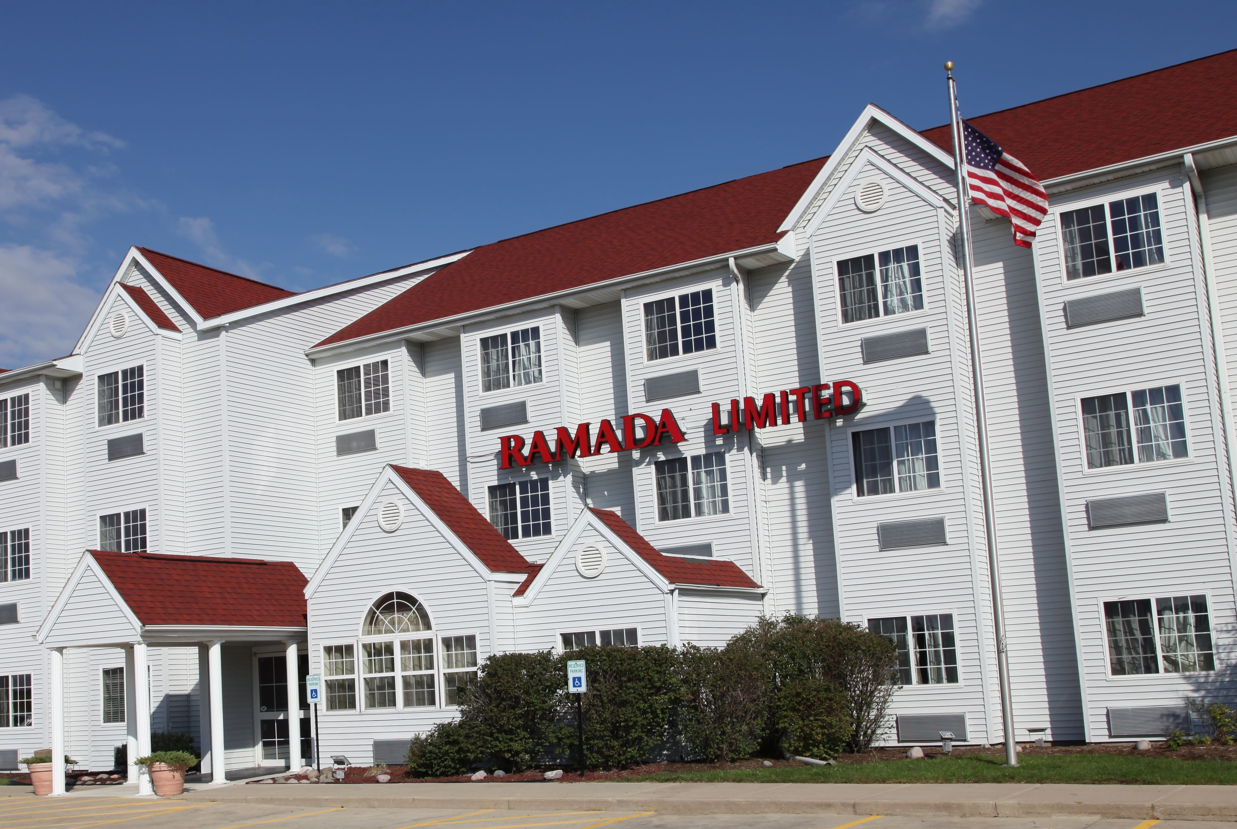 Ramada Limited Bloomington | Bloomington, IL Hotels