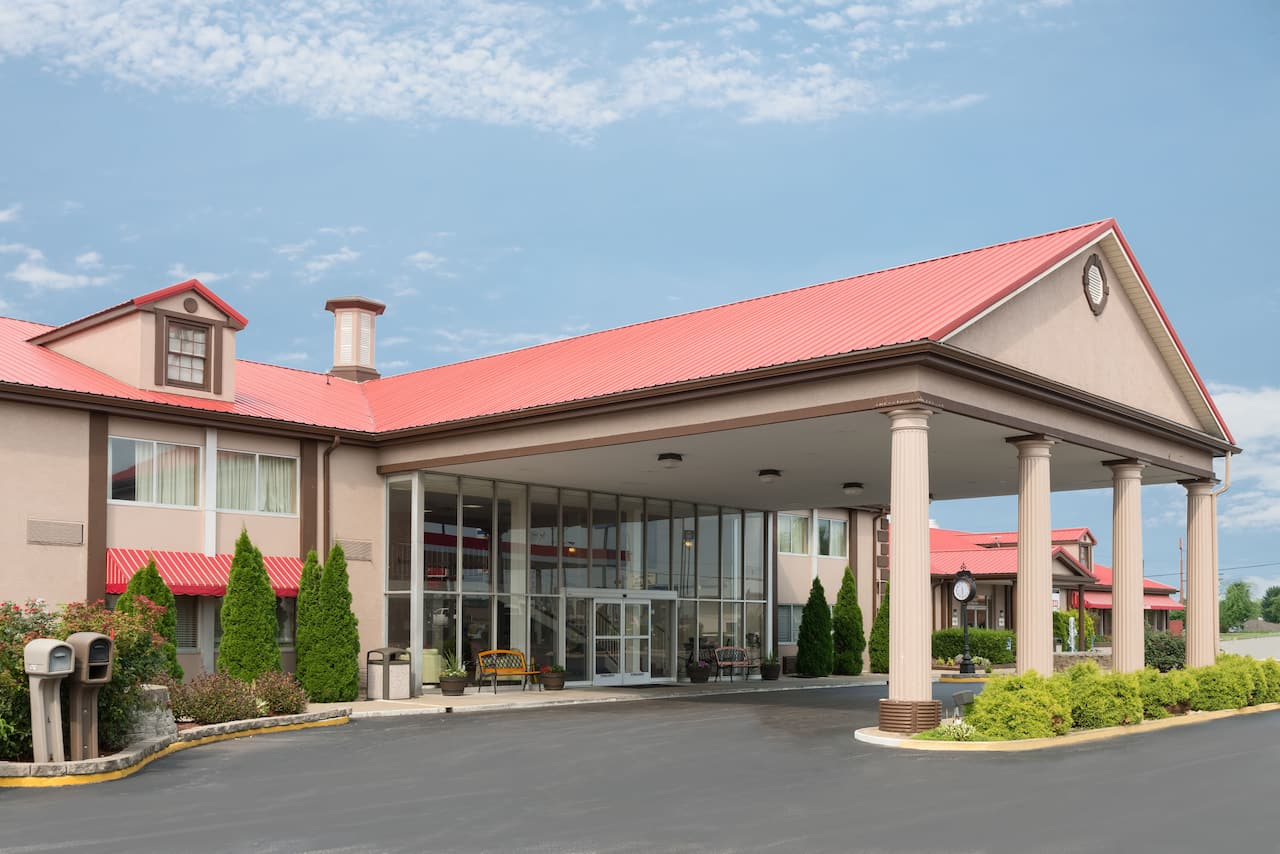 Ramada Bowling Green in Scottsville, Kentucky