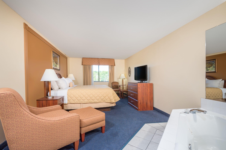 Ramada Limited Catlettsburg/Ashland suite in Catlettsburg, Kentucky