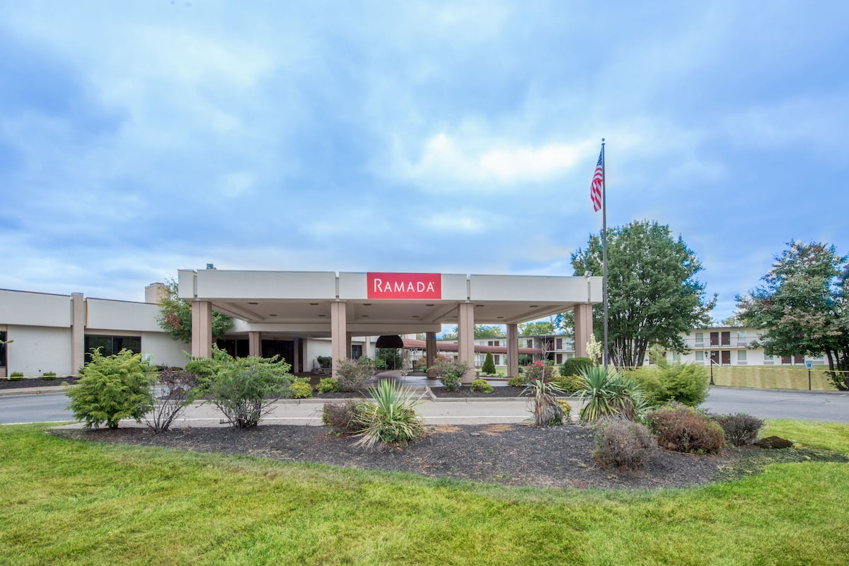 Exterior Of Ramada Louisville North Hotel In Kentucky