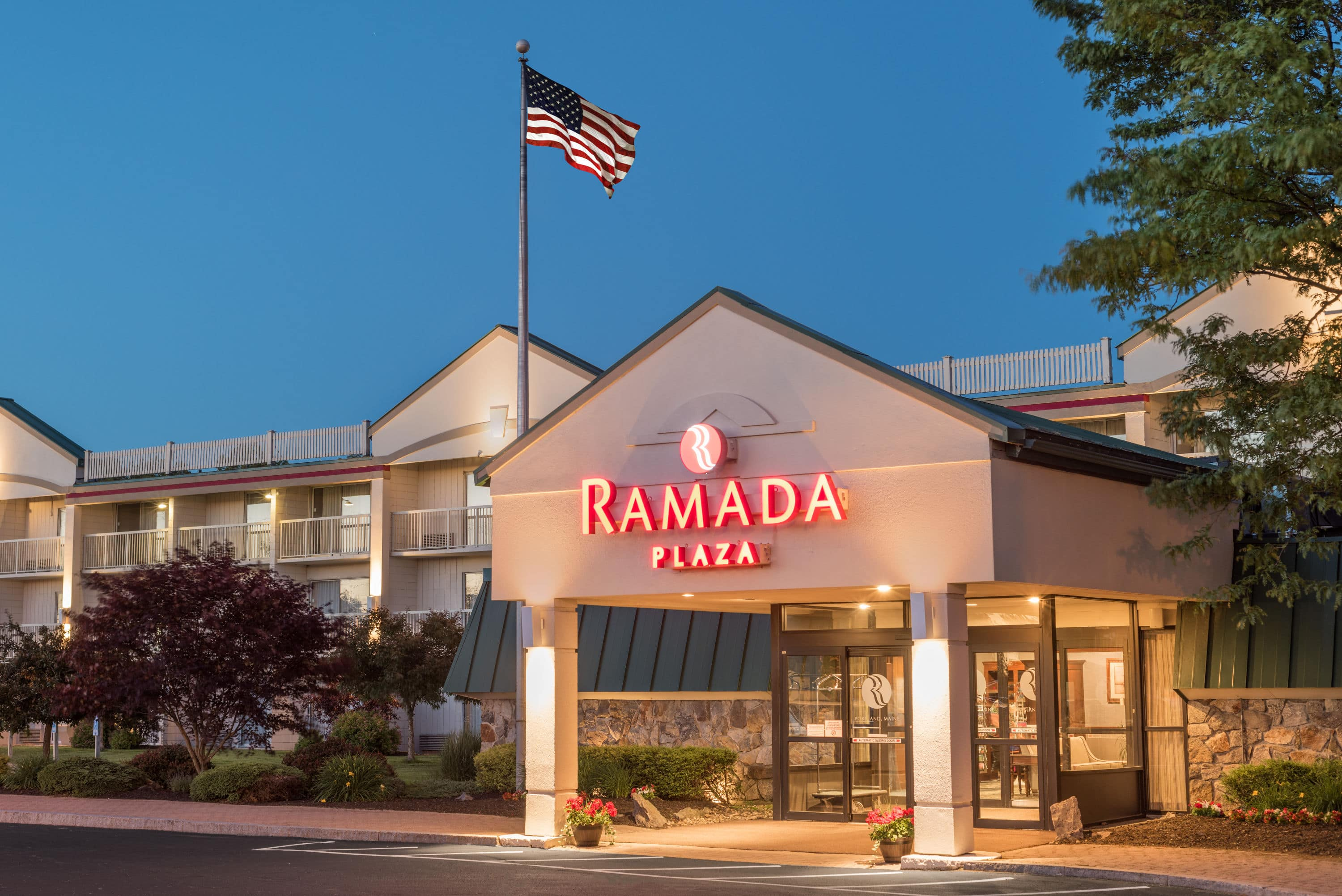 Petfriendly Hotel With Two Onsite Restaurants Convention Center Near Portland Jetport