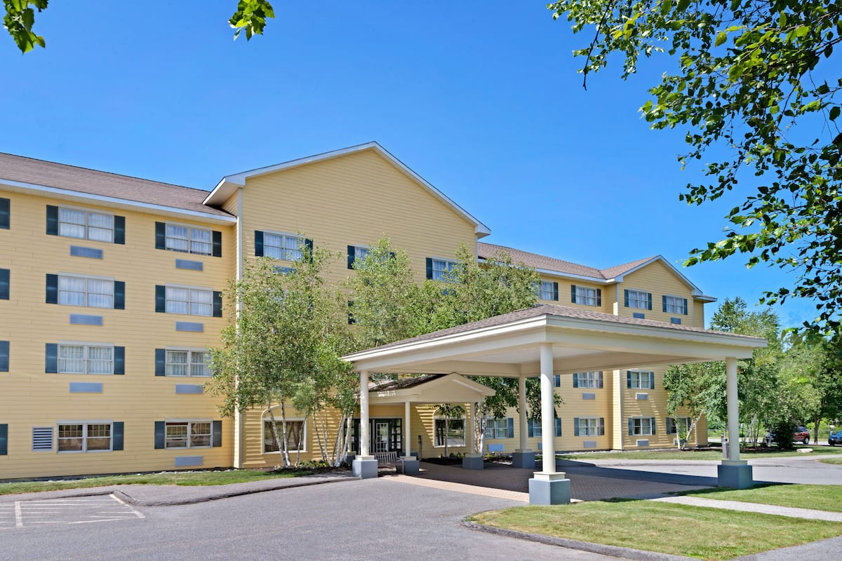 Exterior Of Ramada By Wyndham Saco Old Orchard Beach Area Hotel In Maine