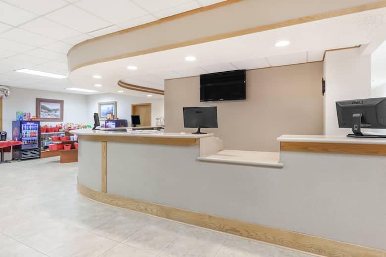 Ramada Hotel Conference Center By Wyndham Grayling Lobby In Michigan