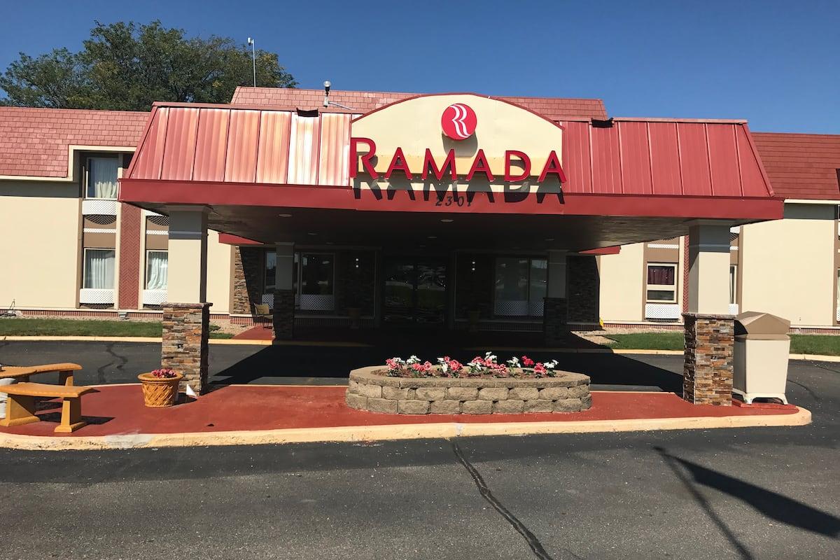 Exterior Of Ramada By Wyndham Albert Lea Hotel In Minnesota