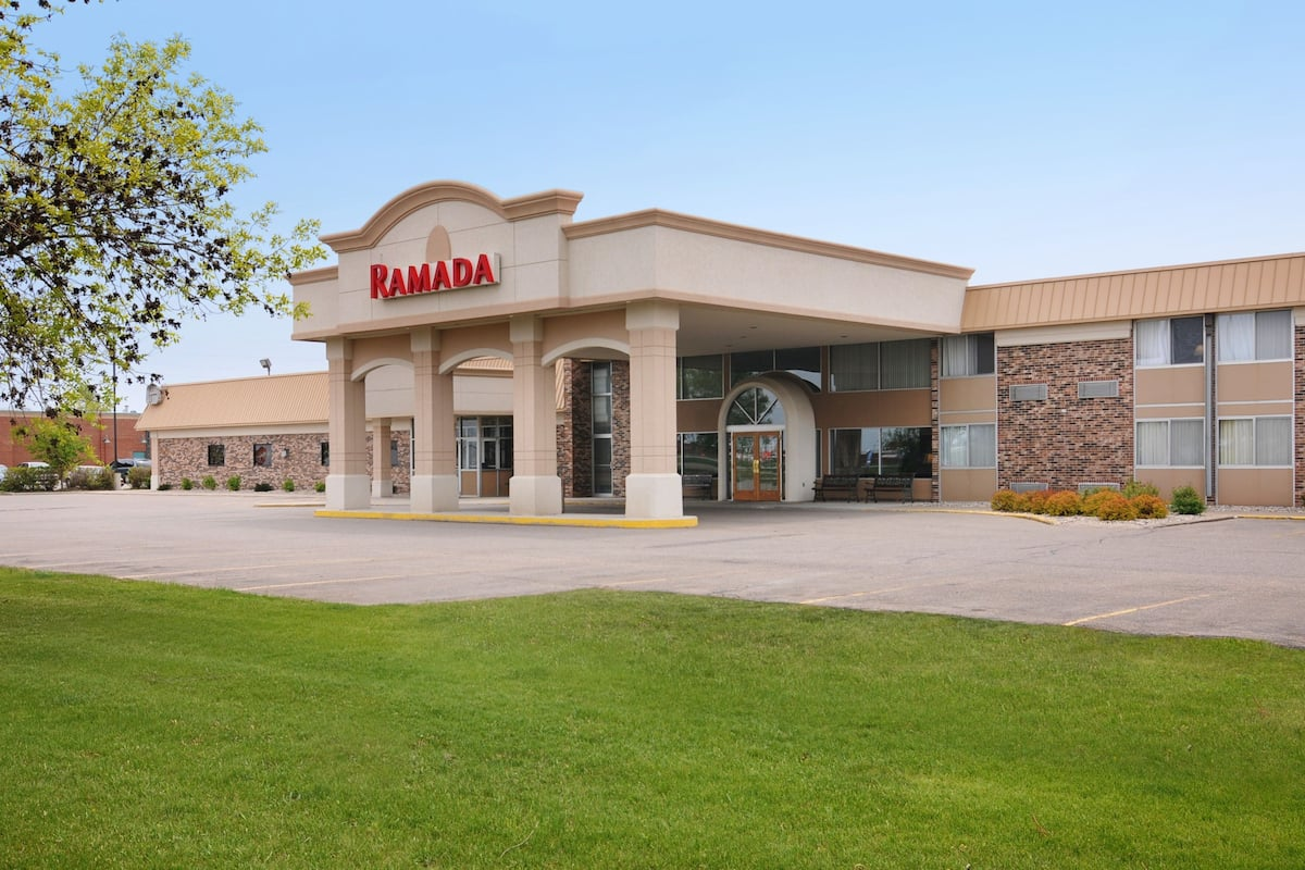 Exterior Of Ramada By Wyndham Marshall Hotel In Minnesota