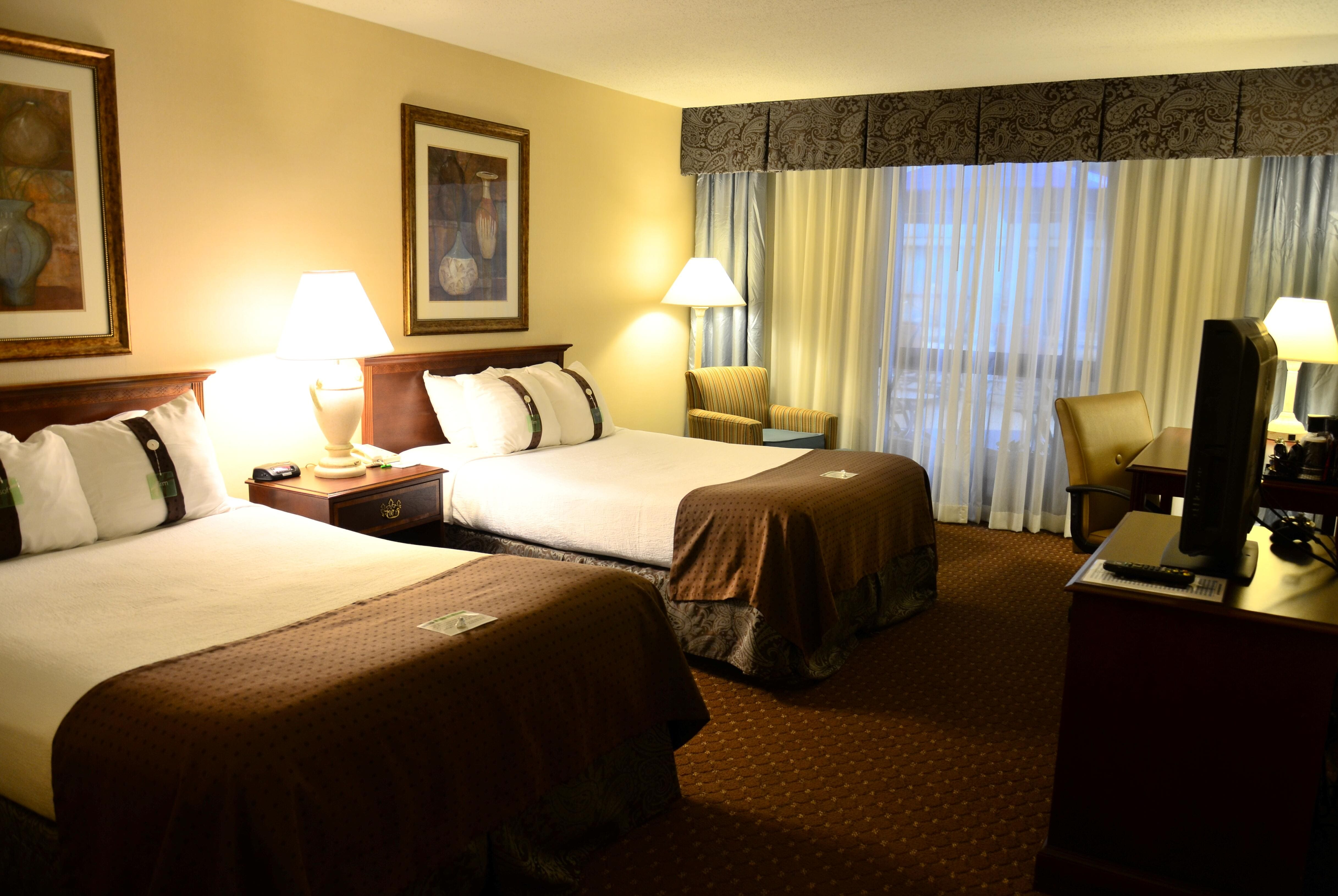 Guest Room At The Ramada Kansas City In Missouri