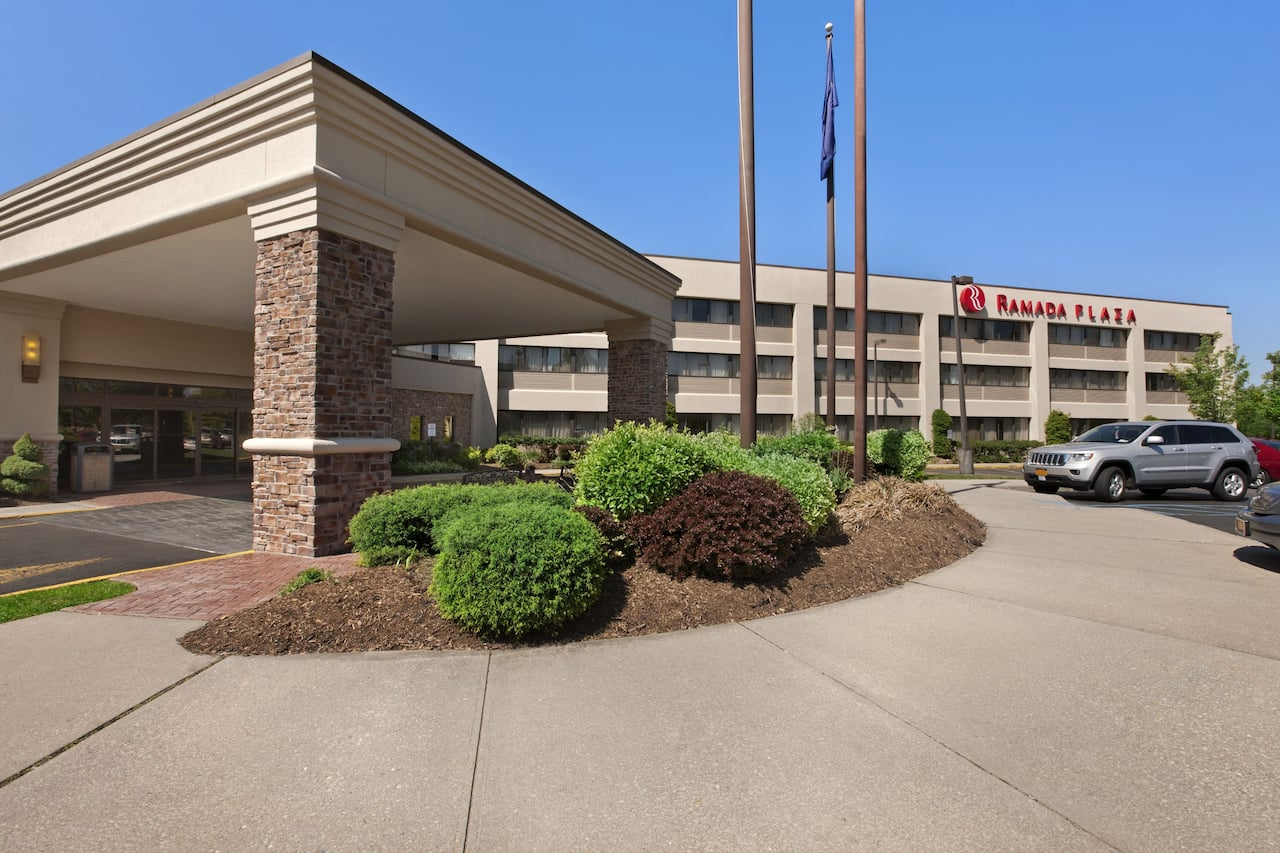 Ramada Plaza Holtsville Long Island in Copiague, New York