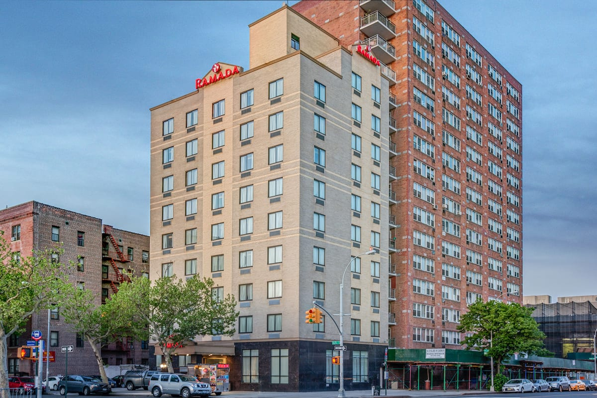 Exterior Of Ramada Jamaica Queens Hotel In New York