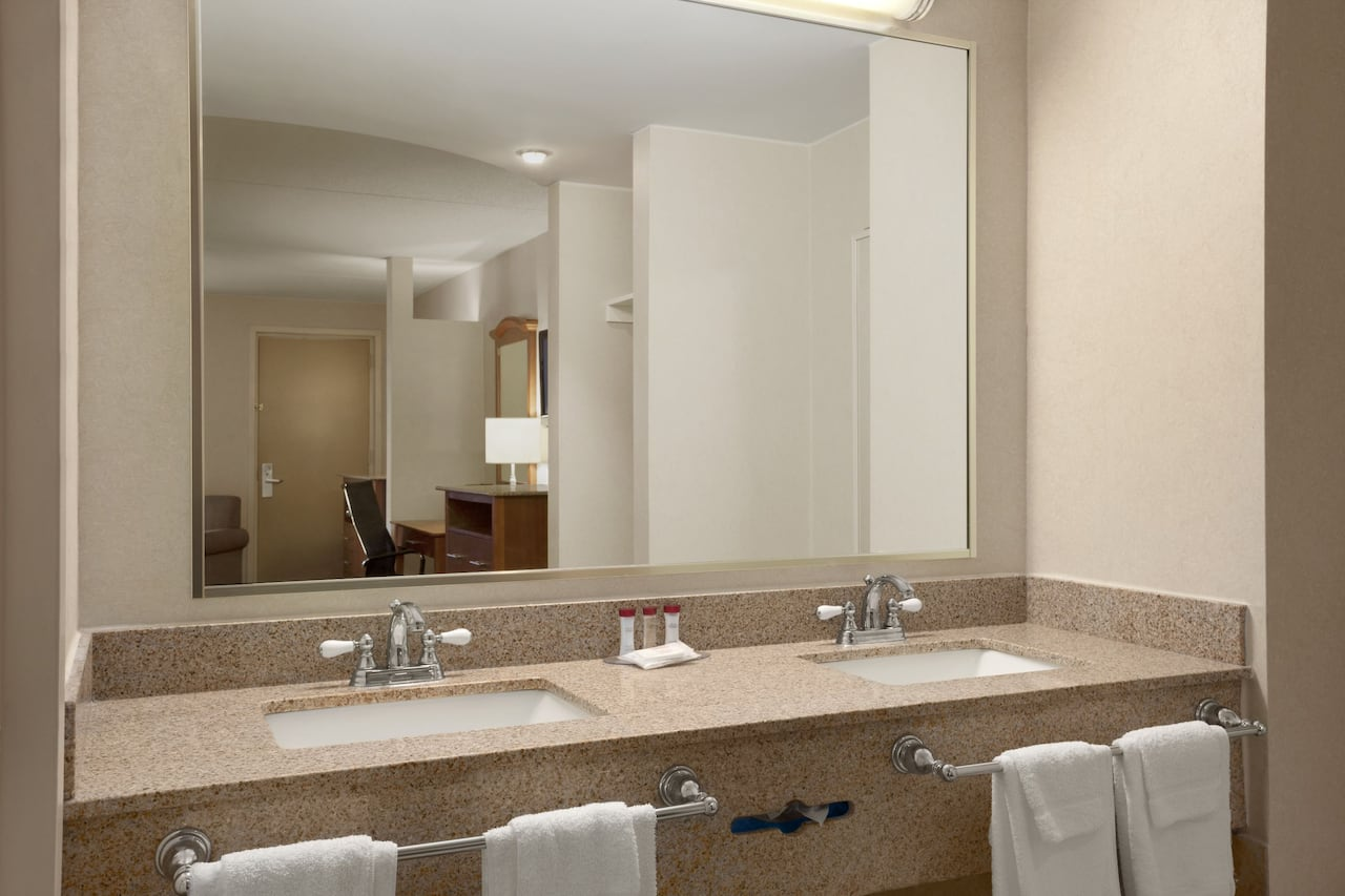 New york nassau county rockville centre - Https Www Wyndhamhotels Com Content Dam Property Images En Us Ra Us Ny Rockville Centre 24574 24574_guest_room_5 Jpg Downsize 1280px At The Ramada