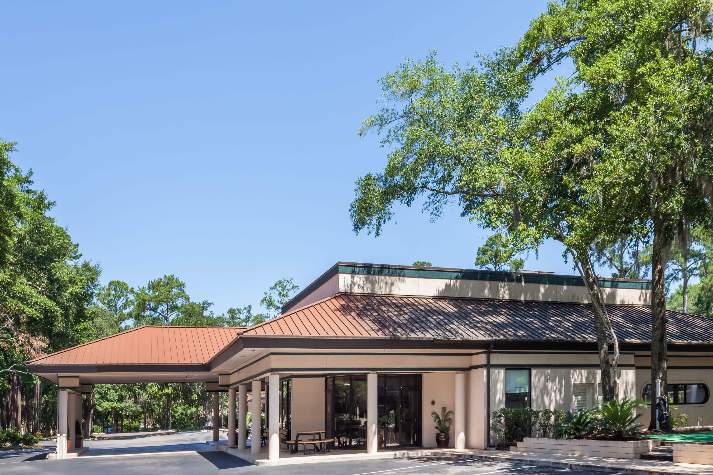 Exterior Of Ramada Hilton Head Hotel In Hilton Head, South Carolina
