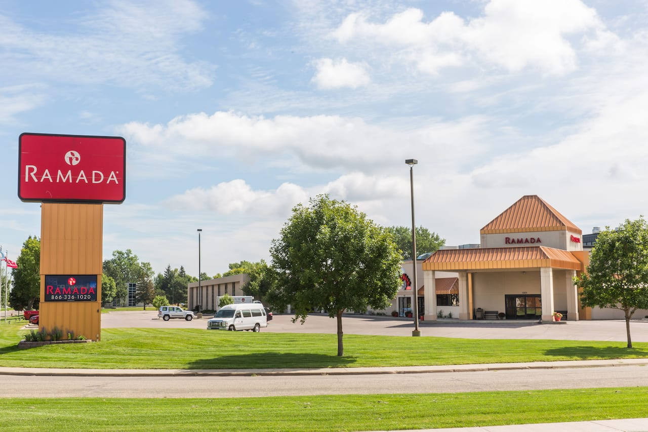 Ramada Sioux Falls Airport Hotel & Suites in Sioux Falls, South Dakota