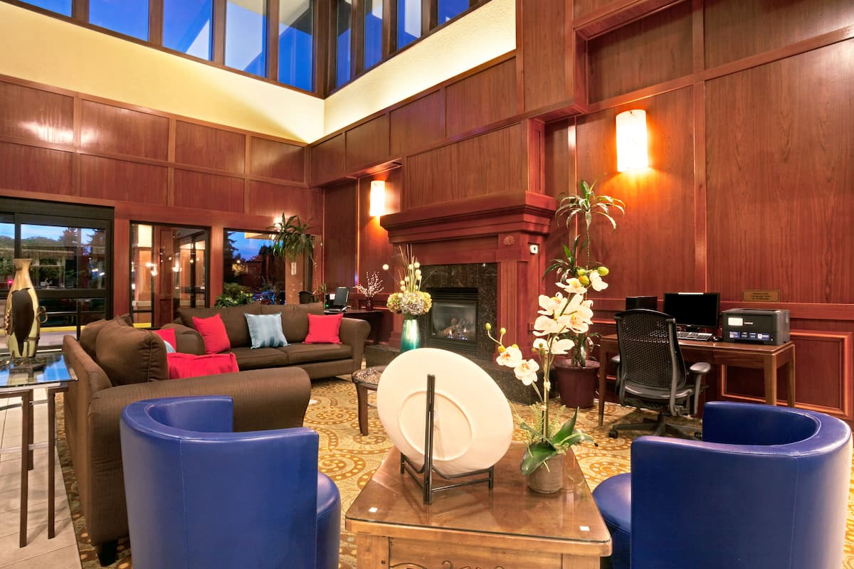 Ramada Tukwila Southcenter Hotel Lobby In Washington