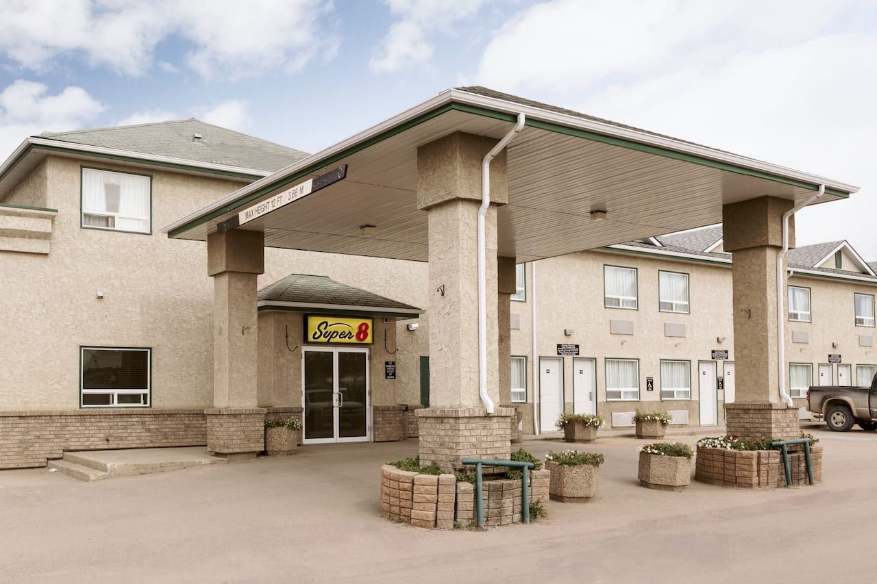 Super 8 by Wyndham Drayton Valley in  Drayton Valley,  Alberta