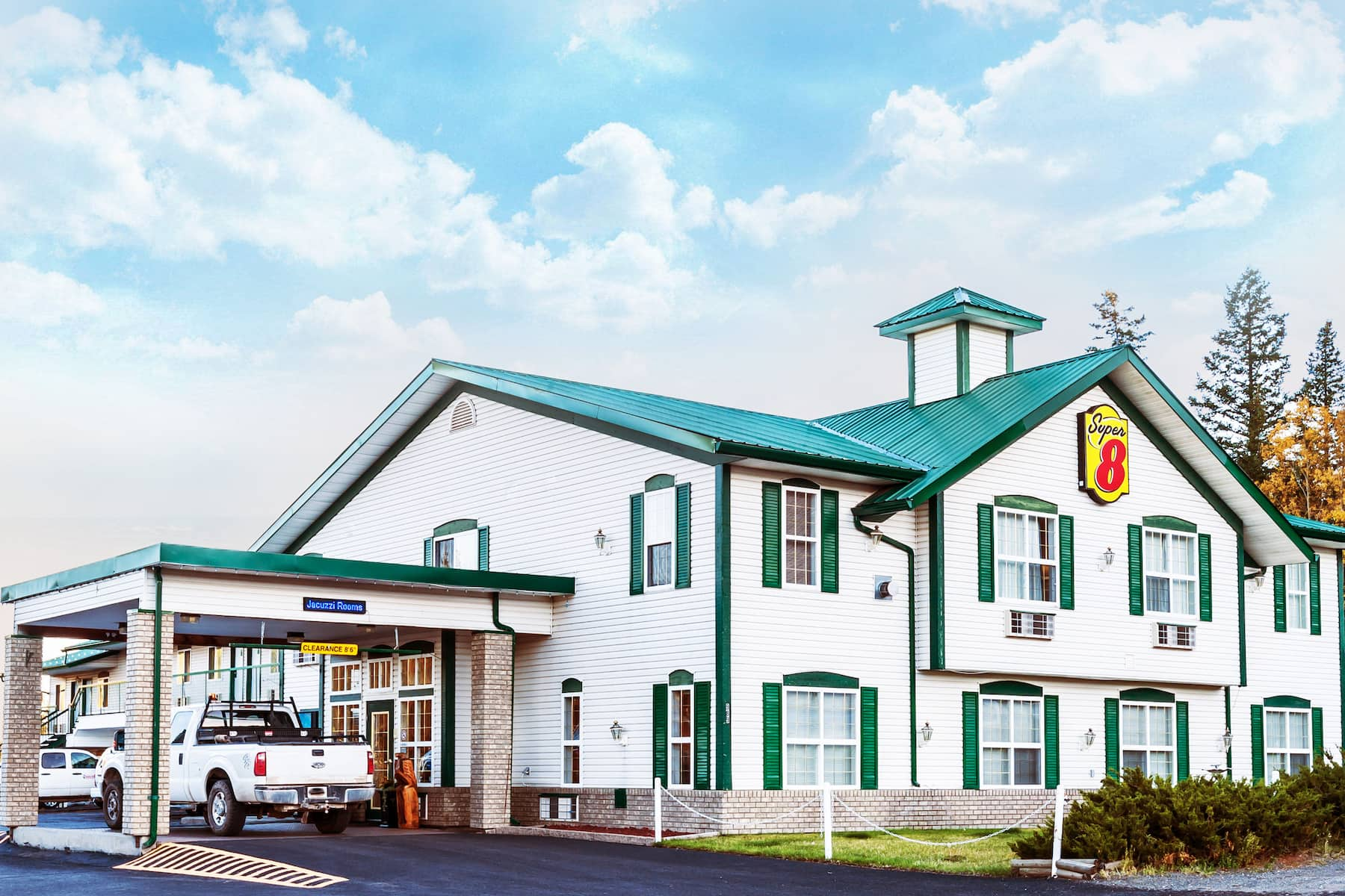 Super 8 by Wyndham 100 Mile House   100 Mile House, BC Hotels
