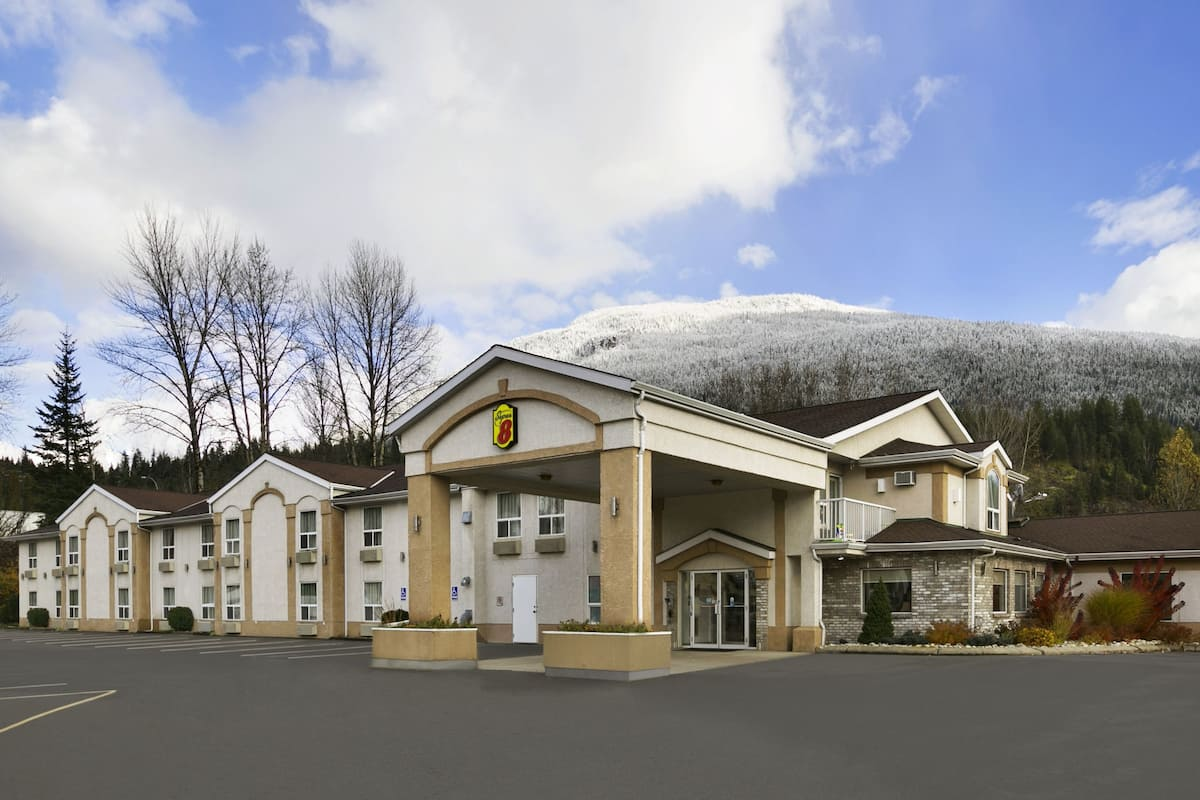 Exterior Of Super 8 By Wyndham Revelstoke Bc Hotel In British Columbia