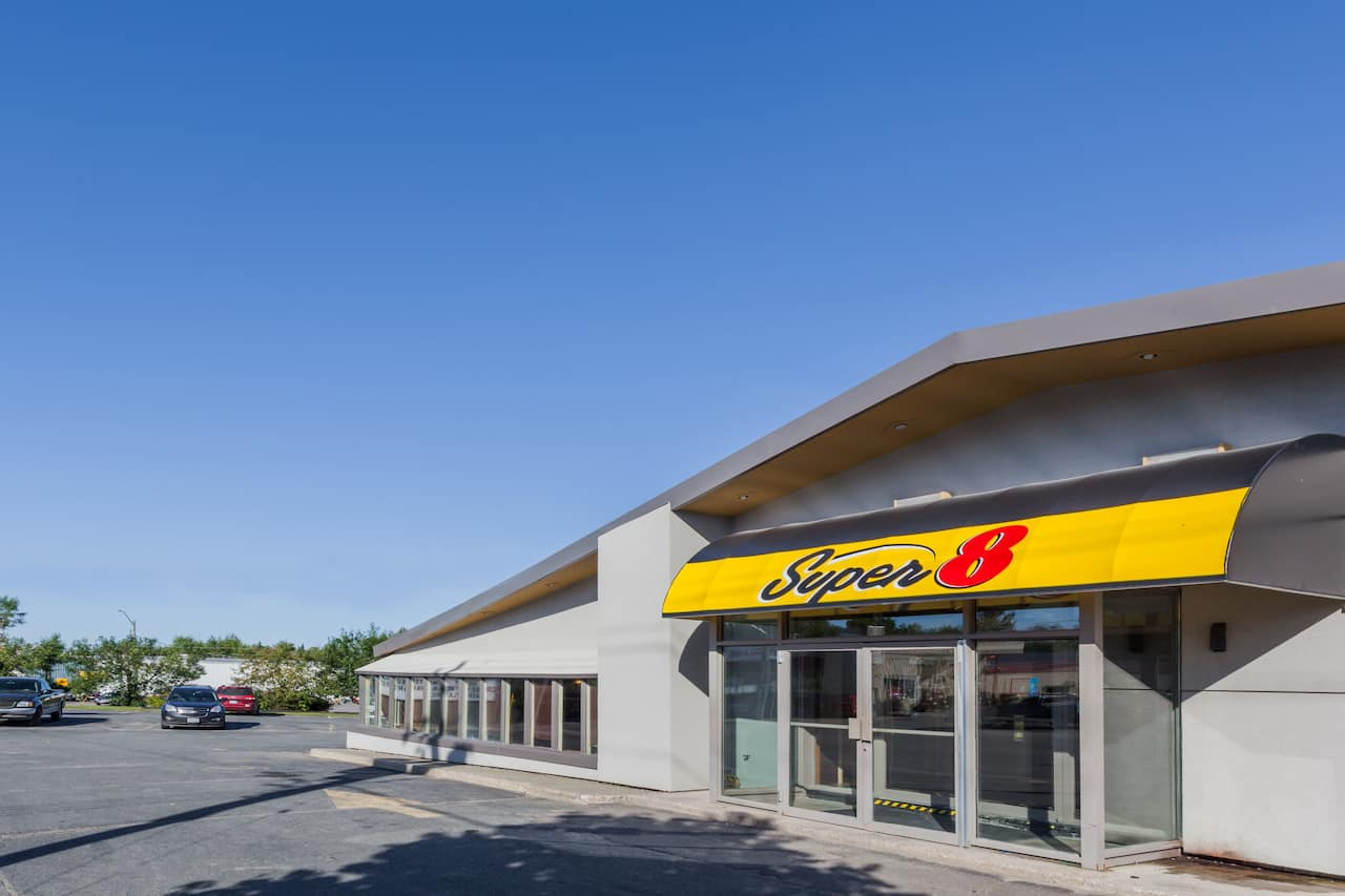 Super 8 by Wyndham Kirkland Lake in  Kirkland Lake,  Ontario