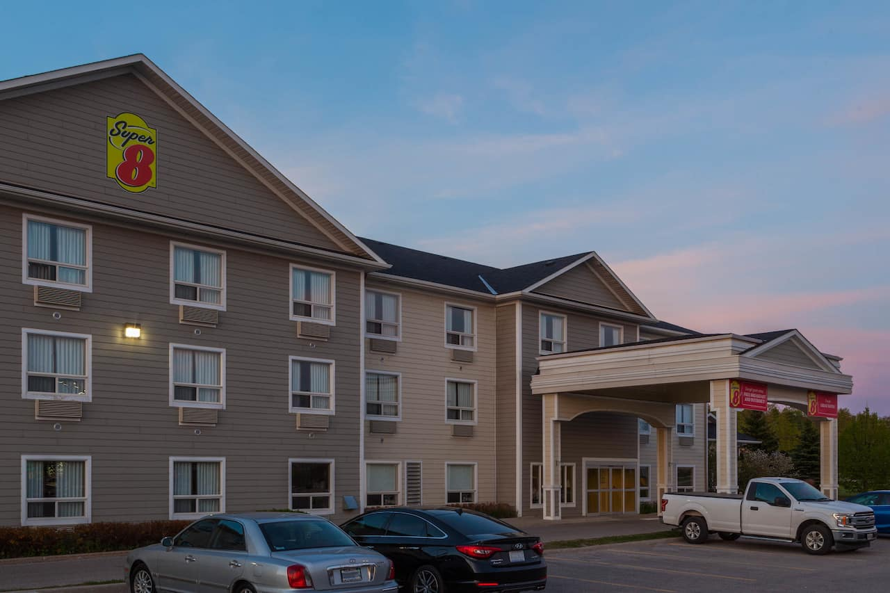 Super 8 by Wyndham Midland in  Midland,  Ontario