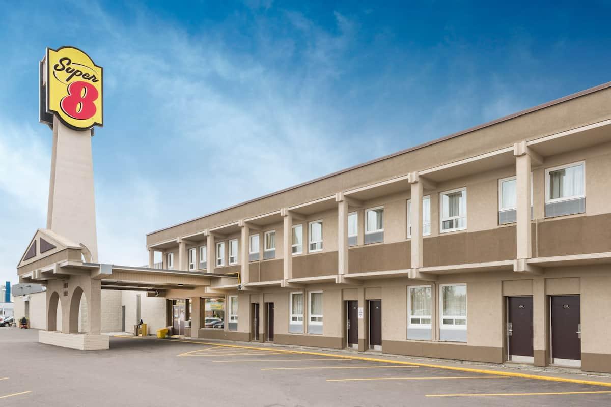 Exterior Of Super 8 Thunder Bay Hotel In Ontario
