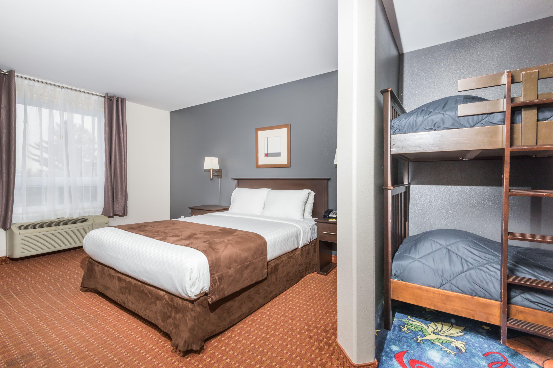 Super 8 by Wyndham Quebec City suite in Quebec City, Quebec