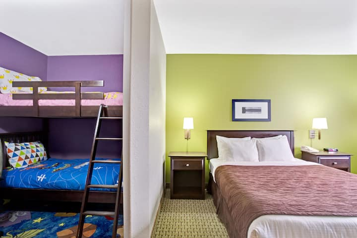 Guest room at the Super 8 by Wyndham St-Jerome in Saint-Jerome, Quebec