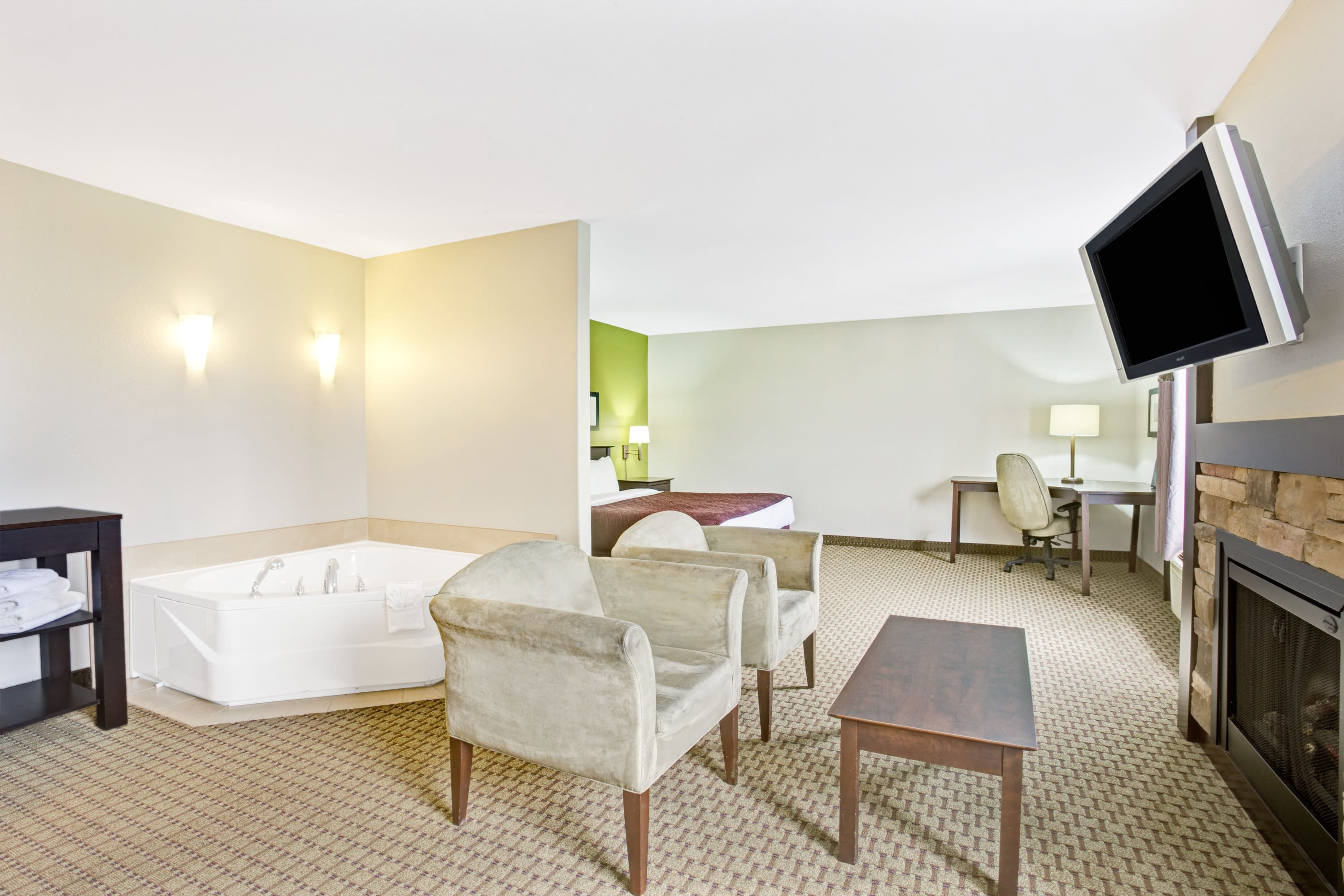 Super 8 by Wyndham St-Jerome suite in Saint-Jerome, Quebec