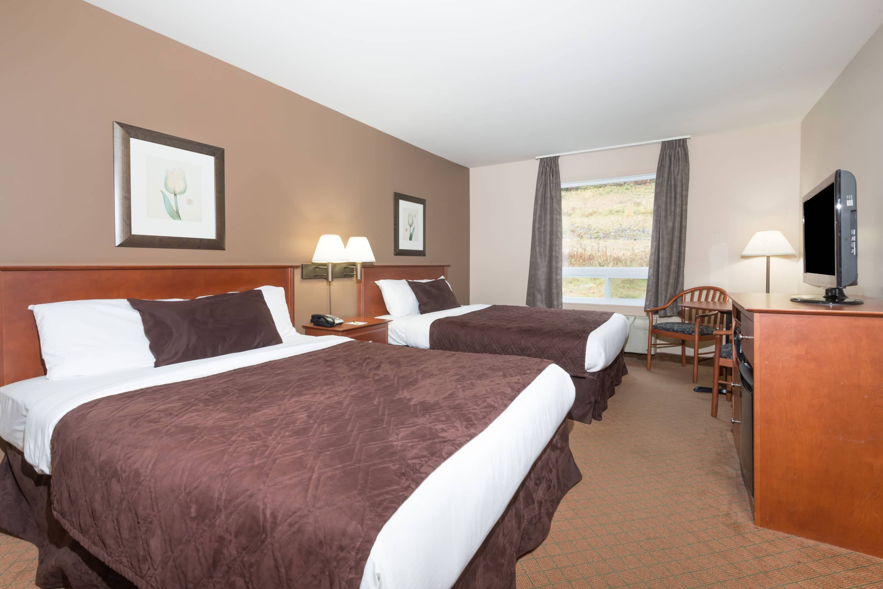 Guest room at the Super 8 by Wyndham Sainte Agathe Des Monts in Sainte-Agathe-des-Monts, Quebec