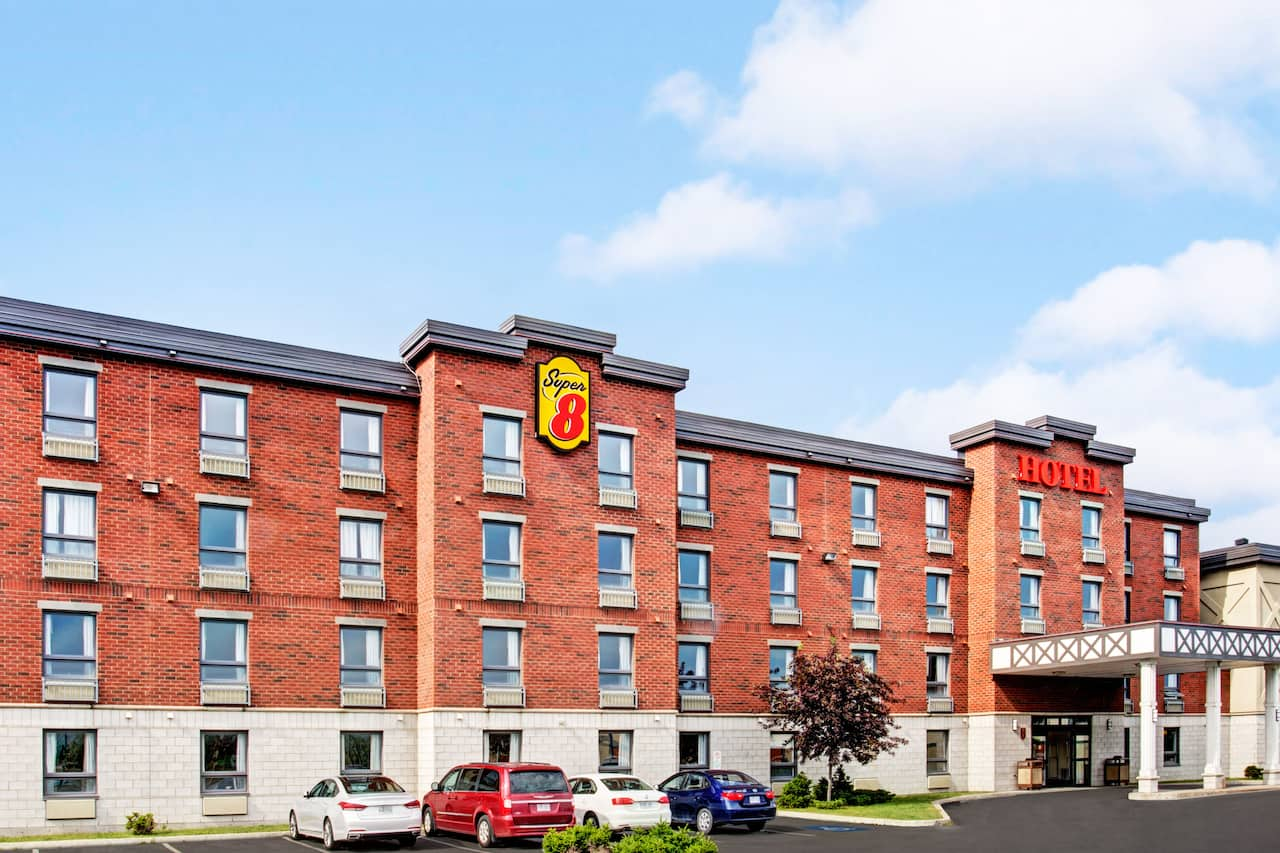 Super 8 by Wyndham Lachenaie/Terrebonne in  Saint-Leonard,  Quebec
