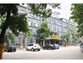 Super 8 Hotel Xian Sa Jin Qiao Subway Station in  Xian,  CHINA