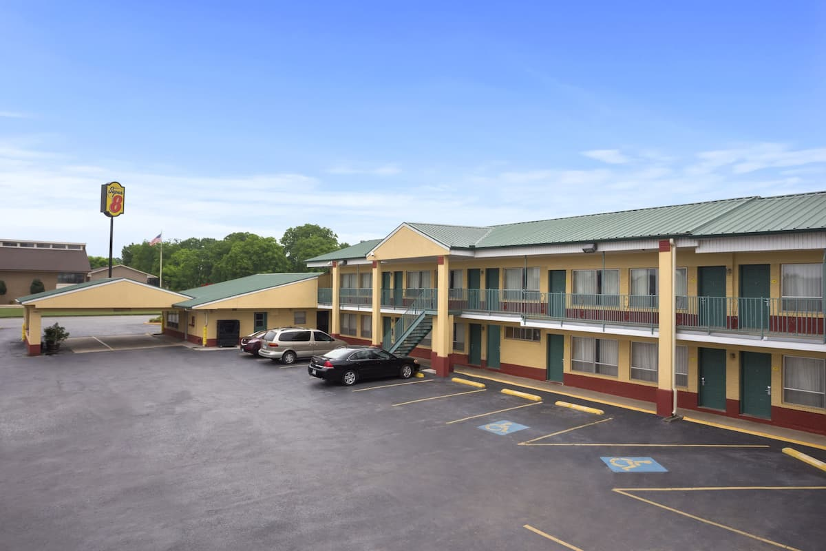 Exterior Of Super 8 Stuttgart Hotel In Arkansas