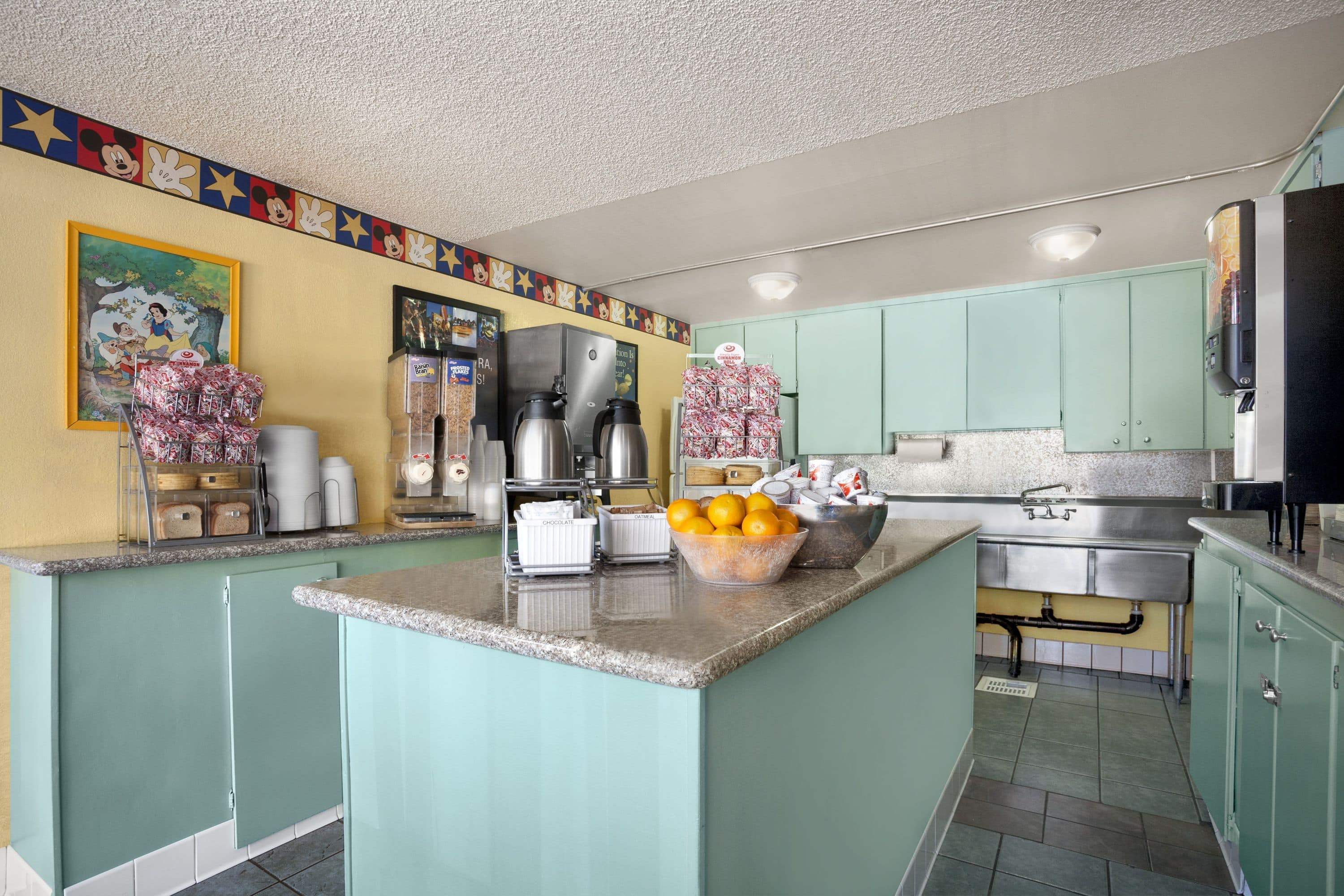 delightful Hotels Near Disneyland With Kitchen #4: Comfort for a Super Stay