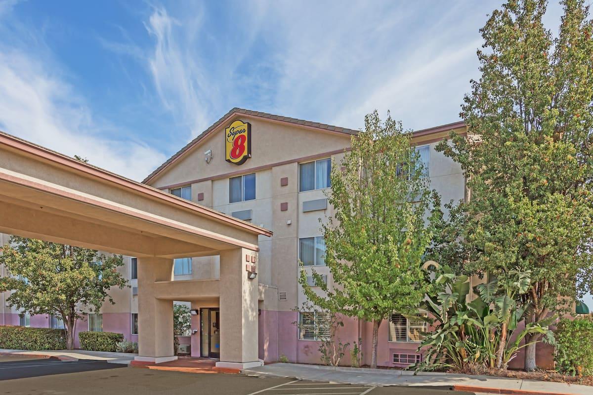 Exterior Of Super 8 Dixon Uc Davis Hotel In California