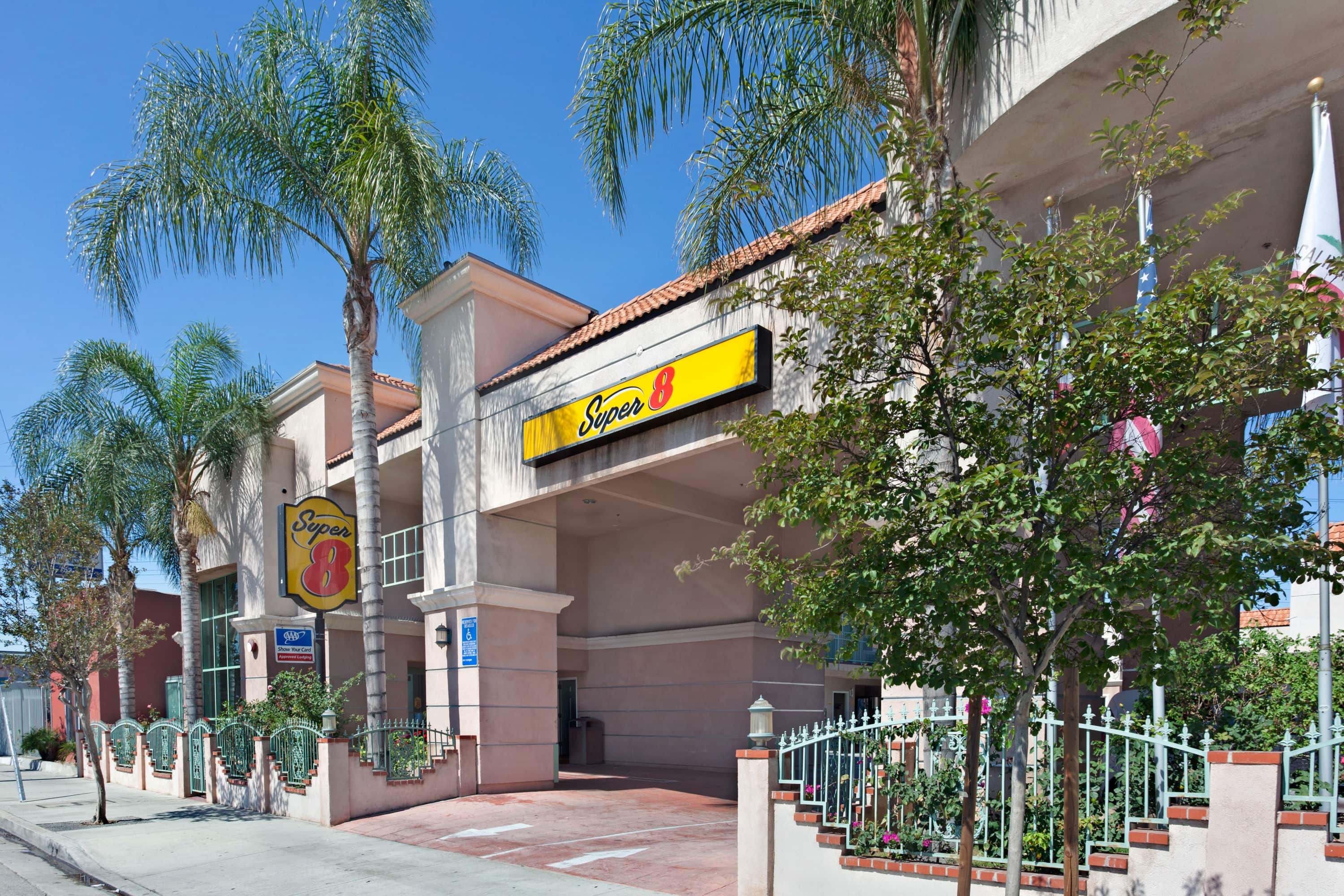 Exterior Of Super North Hollywood Hotel In California With Hotels Near Sylmar Ca