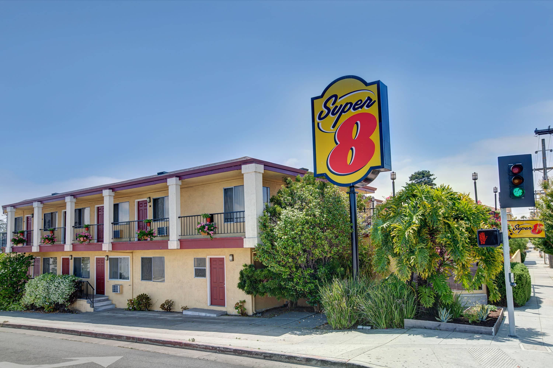 Super 8 By Wyndham Santa Cruz Beach Boardwalk East Ca Hotels