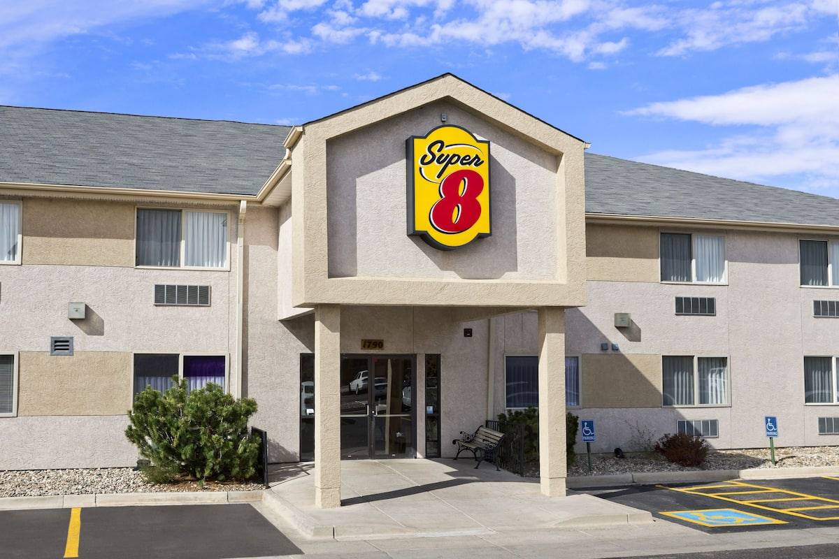 Exterior Of Super 8 Colorado Springs Airport Hotel In
