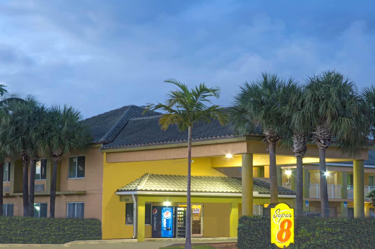 Super 8 by Wyndham Dania/Fort Lauderdale Arpt in Plantation, Florida