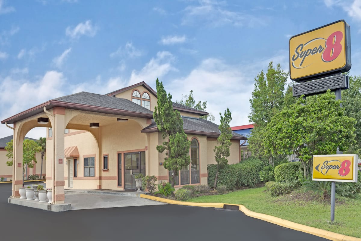 Exterior Of Super 8 Jacksonville South Hotel In Florida