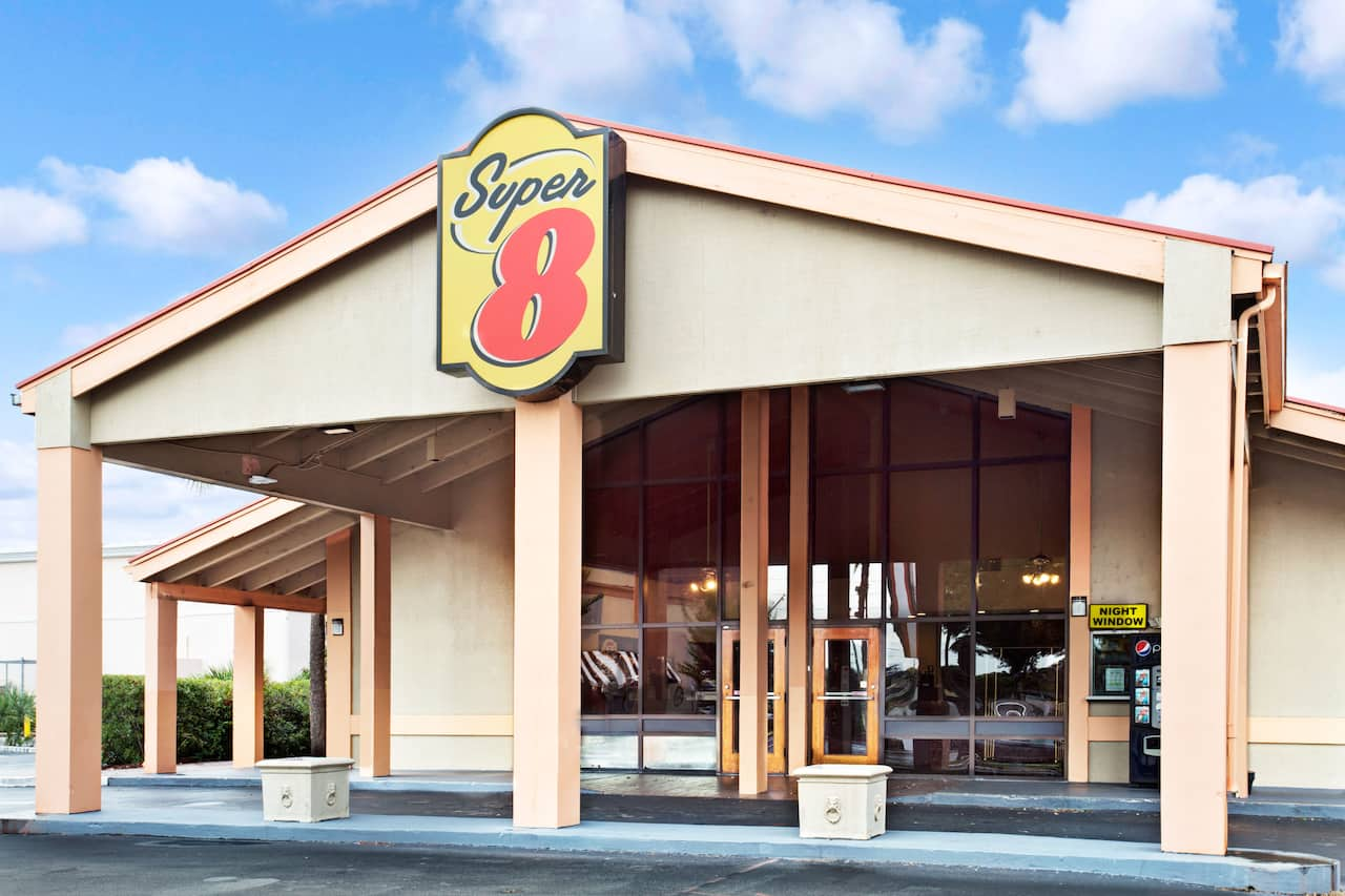 Super 8 by Wyndham Kissimmee/Maingate/Orlando Area in  Orlando,  Florida