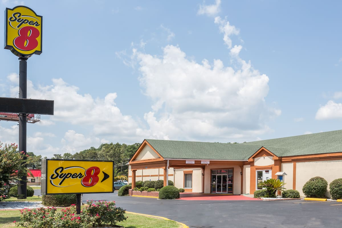 Exterior Of Super 8 Richmond Hill Hotel In Georgia