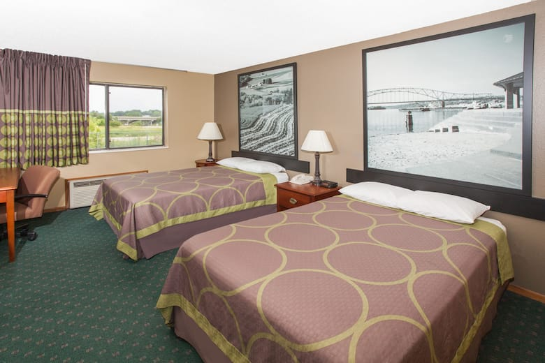 Guest Room At The Super 8 Anamosa Ia In Iowa