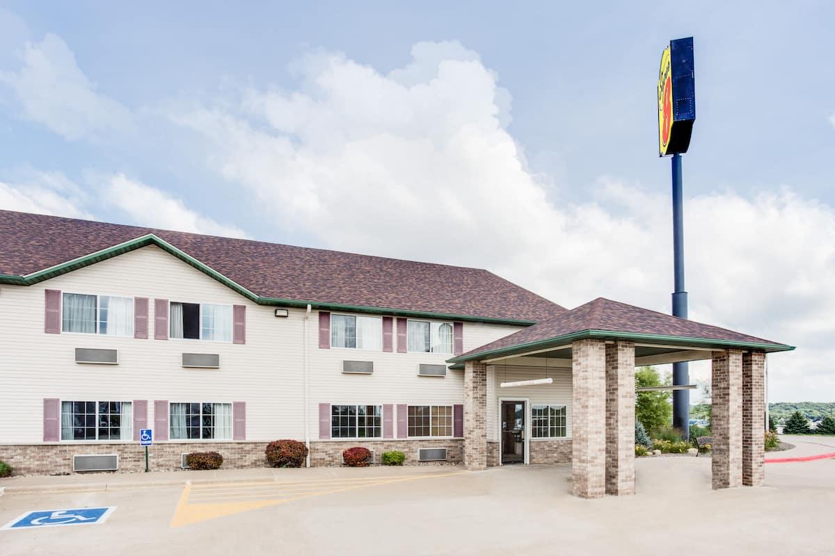 Exterior Of Super 8 Le Claire Quad Cities Hotel In Iowa