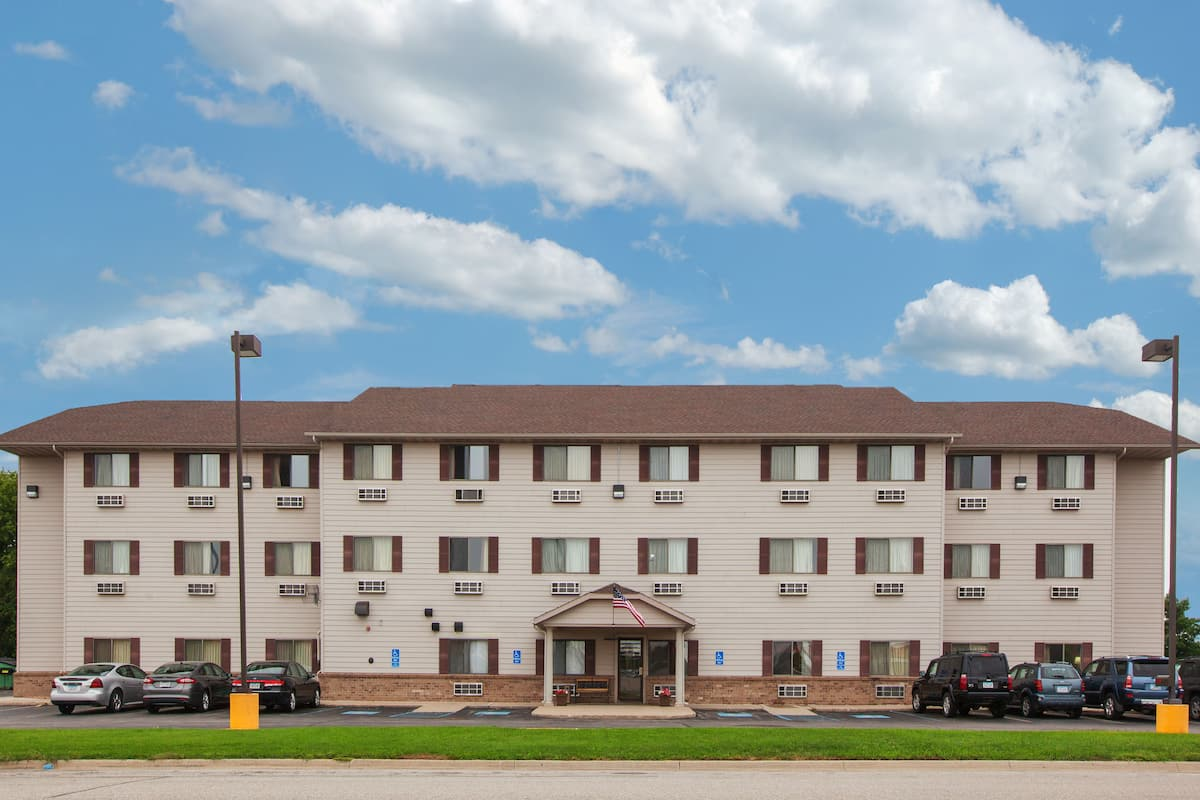Exterior Of Super 8 Mason City Hotel In Iowa